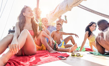 Happy Rich Friends Doing Boat Party In Caribbean Sea - Young People Having Fun Drinking Beer And Listening Music In Tropical Sea Tour - Youth, Summer And Vacation Concept - Focus On Left Girl Face