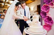 Wedding Couple Cutting Their G...