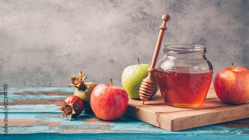 Honey jar and apples