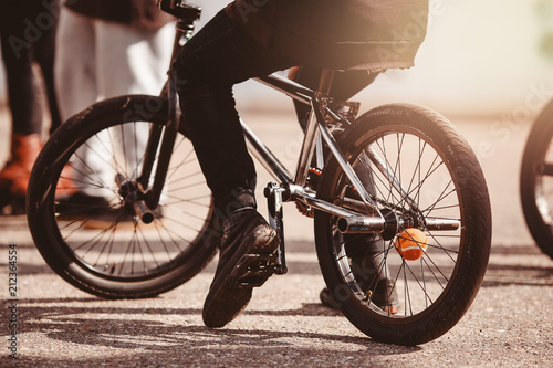 Photo Close-up view of rear bmx bike for tricks, teenager rides.