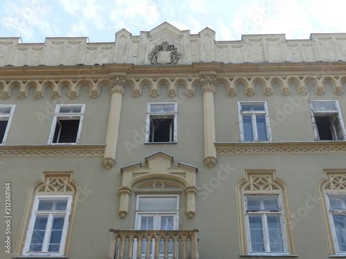 Foto op Aluminium Oude gebouw Facciata di un palazzo riccamente decorato a Budapest in Ungharia