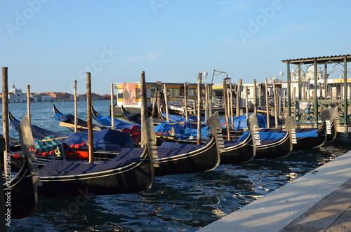 Foto op Plexiglas Venetie Traditional gondola on a canal in Venice, Italy.