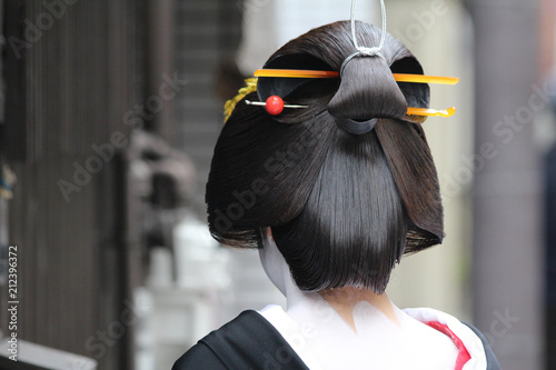 A traditional geisha out and about walking in Gion Kyoto Japan. Fototapet