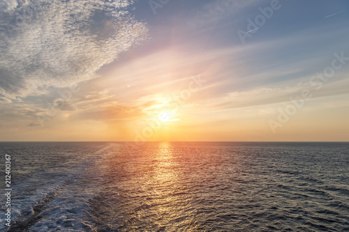 Spoed Foto op Canvas Zee zonsondergang sea and waves Wave caused by cruise ship