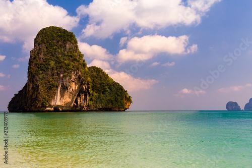 Foto op Canvas Eiland Island over ocean skyline, natural landscape background