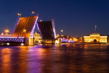 Fototapeta na wymiar urban landscape at night. Palace bridge St. Petersburg