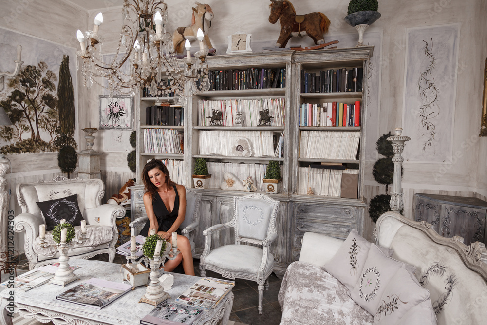 Fototapety, obrazy: bella donna in relax dentro casa