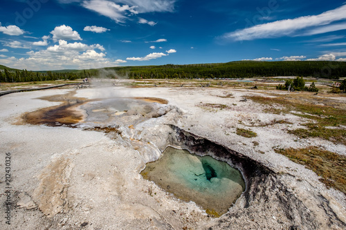 Foto op Canvas Verenigde Staten Hot thermal spring in Yellowstone