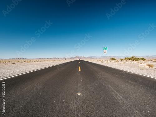 Spoed Foto op Canvas Verenigde Staten Open highway in Nevada desert