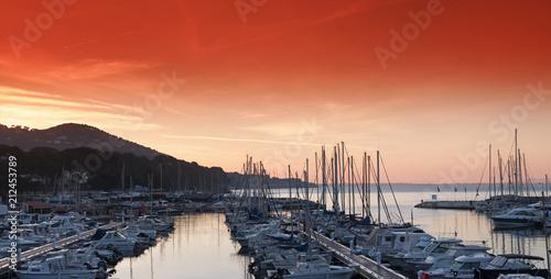 Staande foto Poort Port de Carqueiranne
