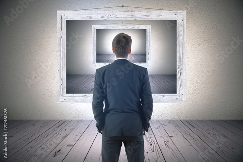 Photo  businessman looking at picture frame