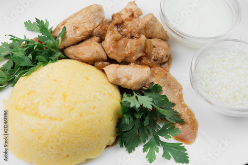 Poster Klaar gerecht Mamaliaga or polenta with cheese and pork meat. Traditional food of Moldovan and Romanian.