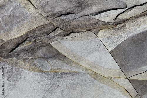 In de dag Stenen Dark grey stone surface texture with cracks. Limestone rock background.