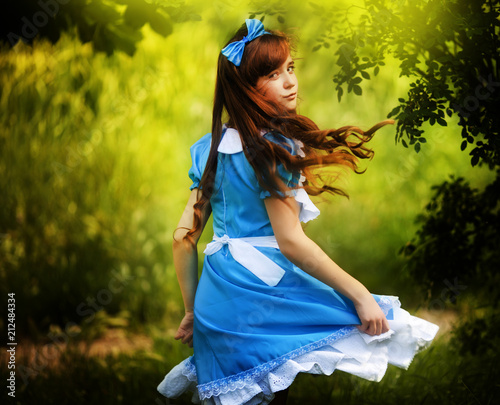 Photo Girl in fairy tale park with tree in spring