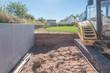 canvas print picture - Gartenbau: Höhenunterschied mit Betonsteinen abstützen