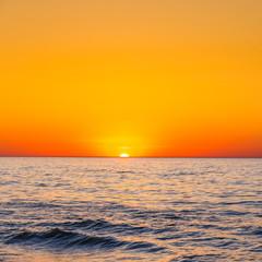 Panel Szklany Podświetlane Wschód / zachód słońca Sunset on the beach with with beautiful sky