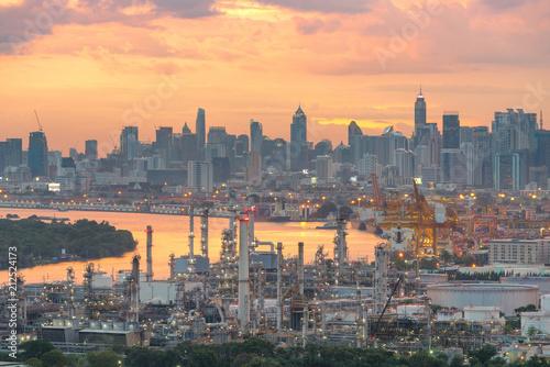 Fotobehang Midden Oosten Oil refinery at twilight