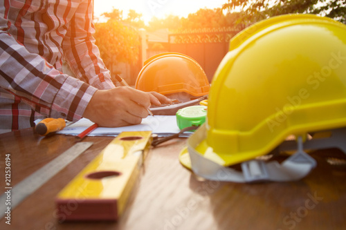Fotografia Engineer and Architect planing and discuss at Construction Site with blueprint