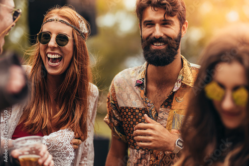 Happy young hippie friends at music festival фототапет