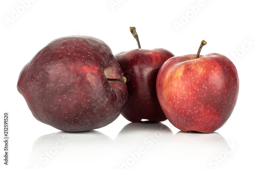 Photo  Three apples red delicious isolated on white background.