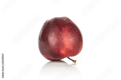 Photo  One apple red delicious with a stem isolated on white background.