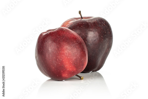 Photo  Two red delicious apples isolated on white background light and deep red