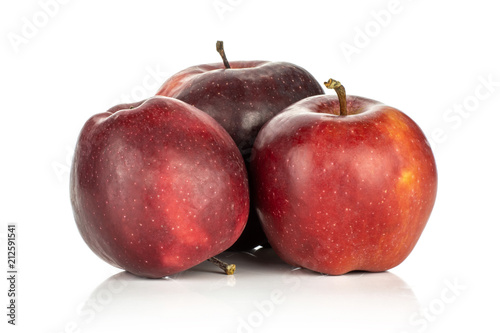 Photo  Three red delicious apples isolated on white background deep red.
