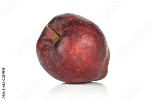 Photo  One red delicious apple isolated on white background.