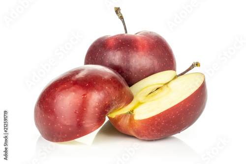Photo  Red delicious apple and sliced one in two halves isolated on white background