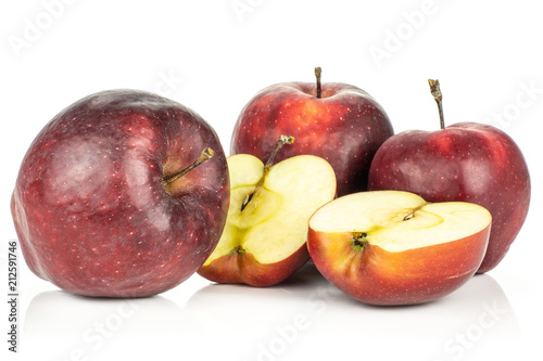 Photo  Red delicious three apples and two halves isolated on white background