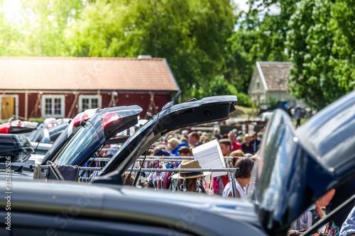 Fotografía  Drive-in flea market, car boot sale. Second-hand market.