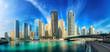 Dubai Marina Skyline Panorama mit blauem Himmel
