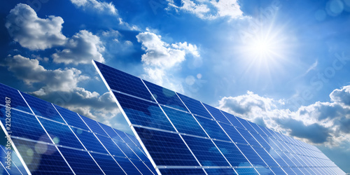 Photo  Solarkollektoren, Sonne und Wolken