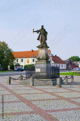 In de dag Historisch geb. Stefan Czernicki statue in Tykocin, Poland