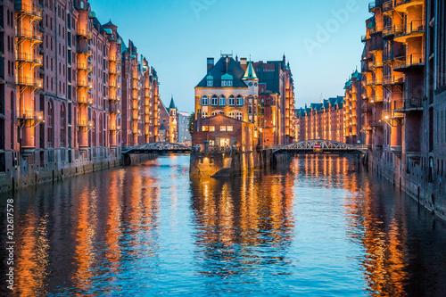 Fotografía Hamburg Speicherstadt at twilight, Germany