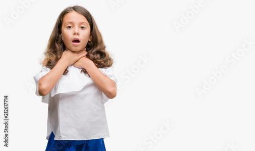 Valokuva  Brunette hispanic girl shouting and suffocate because painful strangle