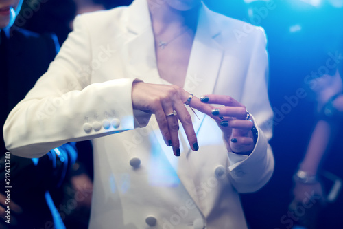Fényképezés  Woman In Fine luxury jewellery boutique