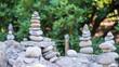 Steintürme im Garten