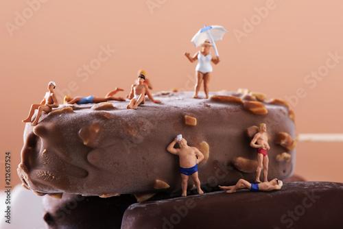 Foto auf Gartenposter Schokolade miniature people in swimsuit on an ice cream bar