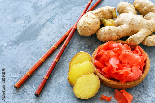 Spoed Foto op Canvas Kruiderij Fresh root, slices of pickled ginger and chopsticks.
