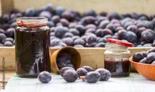 Obrazy owoce organic-plum-fruit-products-jar-of-jam-plum-jam