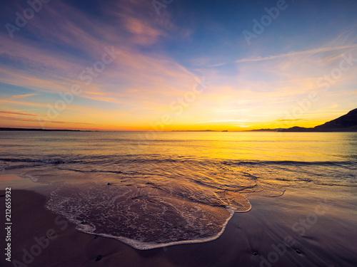 Montage in der Fensternische Aubergine lila sunset of donegal beach,Ireland