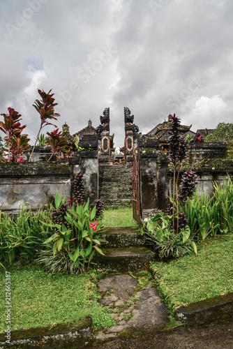 Keuken foto achterwand Asia land Small Hindu temple