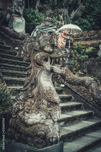 Tuinposter Asia land Statues of Hindu God or demon