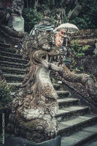 Deurstickers Asia land Statues of Hindu God or demon