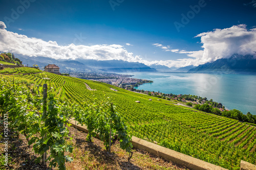 Foto Panorama view of Montreux city with Swiss Alps, lake Geneva and vineyard on Lava