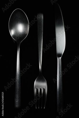 Fényképezés  Cubiertos en fondo negro