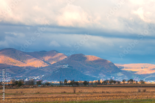 Foto auf Gartenposter Landschappen landscape with mountains and clouds