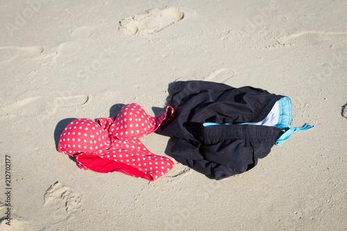 maillot de bain sur le sable Fototapete
