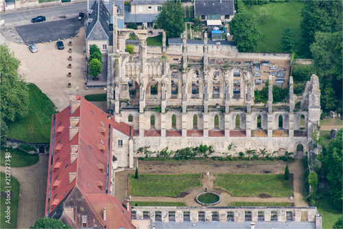 Fotobehang Monument vue aérienne de l'abbaye de Longpont dans l'Aisne en France